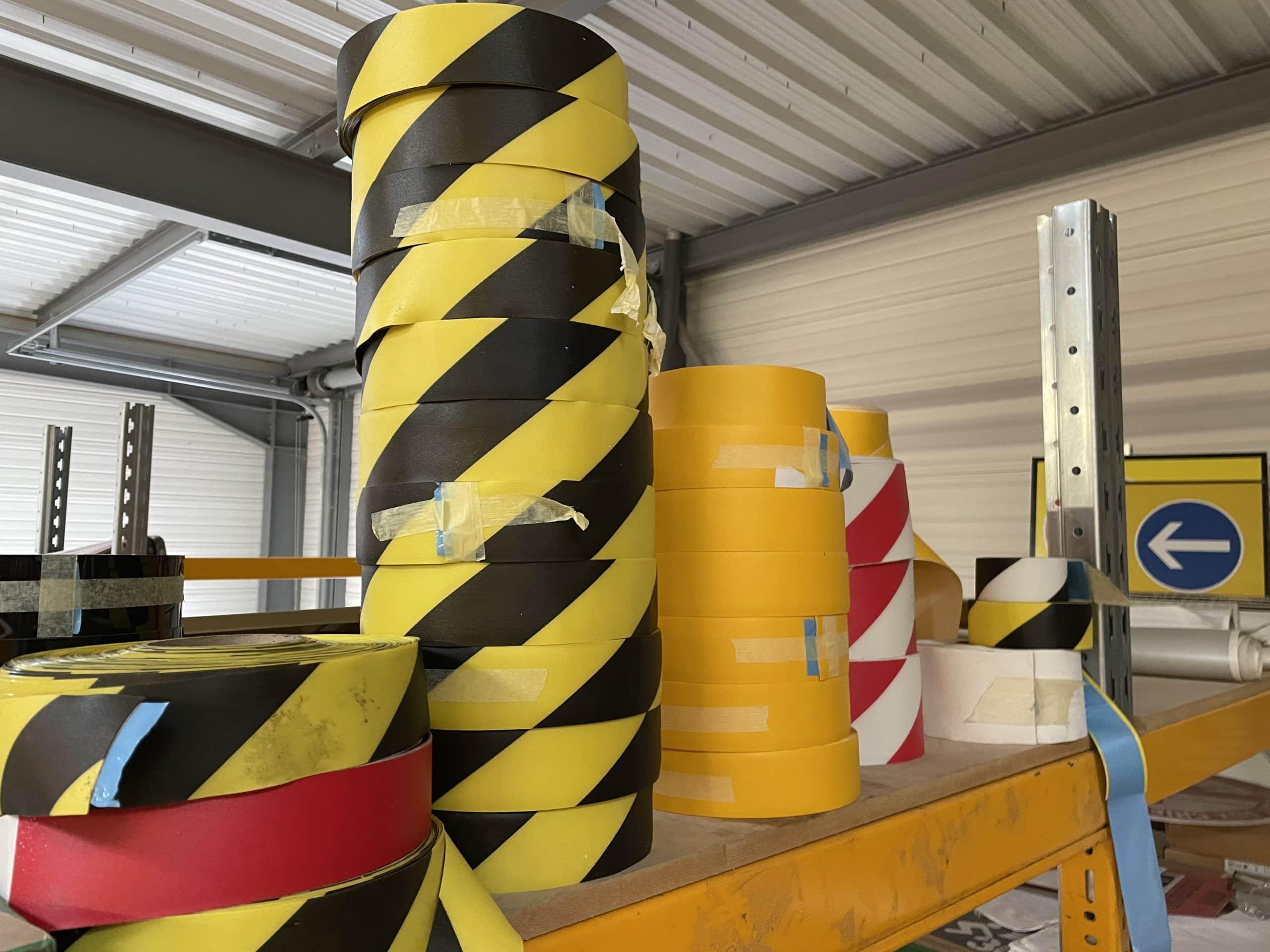 Ruban adhésif de signalisation en vente chez Europe Signalétique
